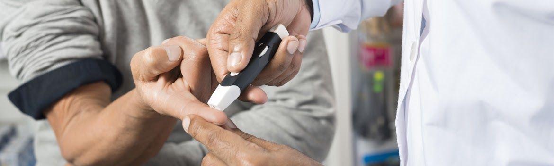Uzimanje uzorka krvi za odredjivanje nivoa glikemije
